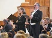 Die Solistin Sigrid Plundrich mit ihrem hellen Sopran und Solist Christian Büchel mit seinem volltönenden Bariton begeisterten das Publikum in der vollbesetzten evangelischen Kirche Buchs. (Bild: Katharina Rutz)