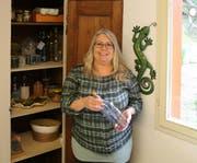 Claudia Kühnis in ihrer Ritualwerkstatt. Hier will sie mit ihren Kunden arbeiten. (Bild: Perrine Woodtli)