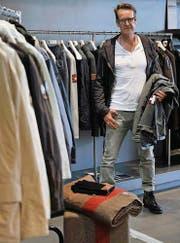 Thomas Beller, Chefdesigner der Strellson Sportswear, hat die Swiss Cross Original Jacke entworfen. (Bild: Reto Martin)