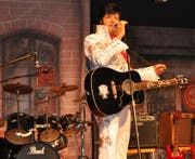 In Tübach vielen ein Begriff: Elvis-Imitator Marcus Held alias Marcus C. King. (Bild: Ramona Riedener)