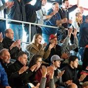 Die Anhänger des EHC Frauenfeld jubeln nach dem 1:0-Führungstreffer. (Bild: Andreas Taverner)