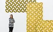 «Ich interpretiere die Welt neu»: Almira Medaric vor einer Objektgruppe im Kunstraum Kreuzlingen. (Bild: Donato Caspari)
