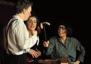 Alfonse (Martin Del Torre), Lily (Aline Del Torre) und die Ratgeberin in allen (Not-)Lagen, Frau Maus (Kathrin Bosshard). (Bild: Michael Hug)