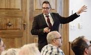 Stadtpräsident Thomas Weingart spricht am ersten «Inforum» im Bischofszeller Rathaus zu Einwohnern. (Bild: Georg Stelzner (28. Februar 2018))