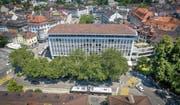 Prägnanter Bau aus den 1950er-Jahren: Das Geschäftshaus Union am Schibenertor, unmittelbar am St. Galler Stadtzentrum mit Marktplatz und Bohl (hinten). (Bild: Urs Bucher)