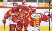 Emanuel Peter (Mitte) will heute Abend mit Langnau einen Schritt in Richtung Playoff-Qualifikation machen. (Bild: Marcel Bieri/KEY (Langnau, 1. Februar 2018))