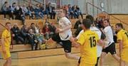 Die Lücke am Kreis gefunden und sogleich zum Treffer genutzt: Nils Lippuner war mit neun Toren erfolgreichster Schütze des HC Buchs-Vaduz. (Bild: Robert Kucera)