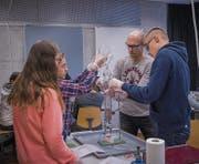 Experimente mit Strom: Unterricht im Schulhaus Grüenau in Wattwil. (Bild: Claudio Heller (Claudio Heller))