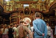 Die St. Galler Stiftsbibliothek will familienfreundlicher werden und mehr Schweizer anziehen. Nicht nur an der Museumsnacht. (Bild: Michel Canonica (St. Gallen, 11. September 2016))