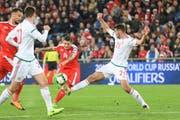 43. Minute: Steven Zuber schlenzt den Ball in die Maschen – 3:0 für die Schweiz. (Bild: Andy Mueller/freshfocus)