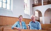 Kirchenpräsidentin Claudia Schindler und Eugen Fahrni vom Ortsmuseum in der 125-jährigen Kirche. (Bild: Thi My Lien Nguyen)