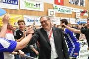 Präsident Peter Kummer feierte am 23. April zusammen mit der Volleyball-Elite aus Amriswil den Meistertitel. (Bild: Rita Kohn)