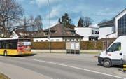 Das Pfarrhaus soll besser vor dem Lärm durch das hohe Verkehrsaufkommen auf der Mattstrasse geschützt werden. (Bild: Gianni Amstutz)