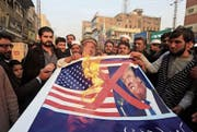 Demonstranten im pakistanischen Peschawar protestieren gegen die Politik von Donald Trump. (Bild: Mohamad Sajjad/Keystone (5. Januar 2018))