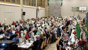 Ein Meer von grünen Ja-Stimmzetteln der Mitglieder der Raiffeisenbank Dussnang-Fischingen.