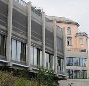 Mit der Erweiterung Parkbau konnten zusätzliche Patientenzimmer für die Rheinburg-Klinik realisiert werden. Im Hintergrund das Stammgebäude. (Bild: Peter Eggenberger)