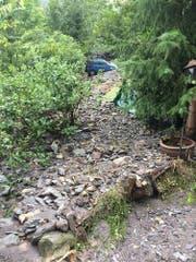 Tonnenweise Material ergoss sich auf das Gelände des Gnadenhofs. (Bild: pd)