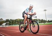 Dominik Spycher auf seinem Velo, bereit für den Ironman auf Hawaii. (Bild: Thi My Lien Nguyen)