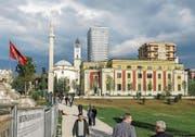 Die Et'hem-Bey-Moschee beim Skanderbeg-Platz im Zentrum von Albaniens Hauptstadt Tirana. (Bild: Thomas Imo/Getty (27. März 2017))