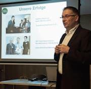 Ivan Schurte stellte am Feierabend-Anlass im BZB das Liechtensteiner Erfolgsmodell «100pro» vor. (Bild: Armando Bianco)