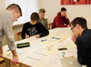 Kantonsschüler aus Frauenfeld arbeiten daran, ihre fiktiven Firmen zum Erfolg zu führen. (Bild: PD)