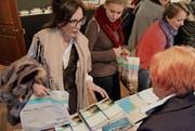 Die Prospekte der Thurgauer Anbieter sind beliebt. Die Gastgeber decken sich mit Infomaterial ein. (Bild: Nicole D'Orazio)