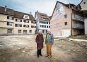 Am Ort des Geschehens: Architektin Cornelia Bein und Drogist Matthias Brunnschweiler. (Bild: Reto Martin)