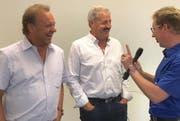 Carlo Brunner und Sepp Silberberger machen einen spontanen Halt für einen Videotalk mit Roger Fuchs in Herisau.