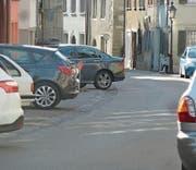 Die Regeln für Parkende soll ein baldiges Konzept festlegen, Parkplatzsituation in der Diessenhofer Altstadt. (Bild: PD)
