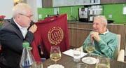 Jubilar Werner Knöpfel erhielt gestern Besuch von Gemeindepräsident Renzo Andreani. (Bild: PD)