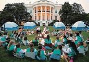 Jung trifft Alt: Die nächste Generation zu Besuch beim Präsidenten im Weissen Haus. (Bild: epa/Chip Somodevilla)
