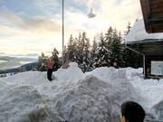 Unmengen von Schnee galt es zu schaufeln. (Bild: Thomas Hunziker)