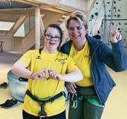Menschen mit körperlicher oder geistiger Behinderung übten mit der Unterstützung von Kletterexperten das Handwerk an der Wand (Bild: PD)