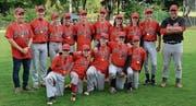 Stolz präsentieren die U15-Junioren der Wil Devils ihre Goldmedaillen. (Bild: PD)
