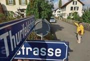 Urs Koller möchte, dass die Siedlung an der Thurfeldstrasse erhalten bleibt. Argumente für einen Abriss überzeugen ihn nicht. (Bild: Mario Testa)