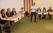 Jonathan Fisch moderierte das Podium im «Thurgauerhof». (Bild: Christof Lampart)