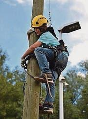 Eine junge Besucherin an der Kletterstange. (Bild: pd)