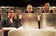 Maria Faust, Katrine Amsler und Qarin Wikström haben einen hundertjährigen Stummfilm experimentell vertont. (Bild: Philipp Bürkler)