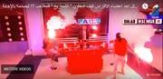 Die Pyros erleuchten das tunesische TV-Studio hell. (Bild: Screenshot Youtube)