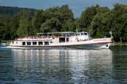 Das Motorschiff Schaffhausen rheinaufwärts bei Schlatt. Aktuell liegt das Schiff in Langwiesen im Trockenen, denn es wird während der Wintermonate neu motorisiert. (Bild: Reto Martin (Reto Martin))
