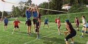 Interessante Spiele mit tollen Ballwechseln gab's auf dem Rasen. (Bild: Picasa)