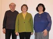 Die scheidende Vreni Karrer (Mitte) mit ihrer Nachfolgerin Elke Pereyra und dem neuen Vorstandsmitglied Hanspeter Schwendener. (Bild: Hans Hidber)