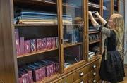 In diesem Schrank bewahrt die Schneiderin ihre verschiedenen Stoffe und Muster auf. (Bild: Reto Martin (Reto Martin))