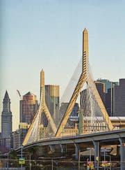 Christian Menns liebstes Werk: Die Leonard P. Zakim Bunker Hill Memorial Bridge in Boston. (Bild: Aus Menns Buch «Brücken»)