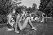 Oben ohne am See oder in der Badi – in den späten Siebzigern das Normalste der Welt. (Bild: Keystone (Badeanstalt Tiefenbrunnen, Zürich, 2. August 1978))