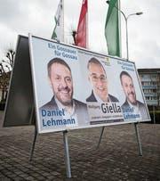 Wahlplakate vor dem Gossauer Rathaus. (Bild: Ralph Ribi)