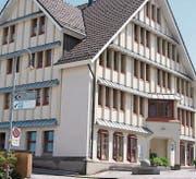 1987 erhielt Walzenhausen einen stattlichen ARKB-Neubau, der bis 1999 als Bank diente. (Bild: PE)
