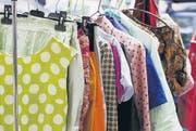 Alte Kleider kann man wunderbar zu Geld oder zu neuen Kleidern machen. (Bild: fotolia)