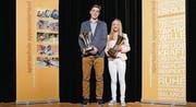 Die Sportschüler des Jahres: Julien Scheiwiller und Lara Baumann. (Bild: Erich Brassel)