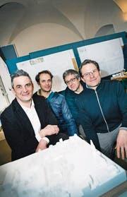 Das Siegerteam der Berrel Berrel Kräutler Architekten: Raphael Kräutler, Jaime Rodriguez, Florian Seibold, ASP Landschaftsarchitekten AG, und Maurice Berrel. (Bild: Andrea Stalder)